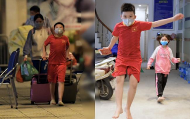 Khoảnh khắc đáng yêu của cậu bé lớp 3 khi được rời khu cách ly Xuân Phương: Hăm hở kéo liền một lúc 2 chiếc va li rồi nhảy lên sung sướng khi gặp người thân