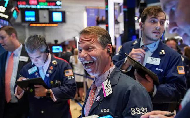 Phố Wall hồi phục sau tuần tồi tệ nhất kể từ tháng 10, Dow Jones tăng hơn 200 điểm