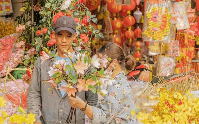 Hà Nội có Hàng Mã thì Sài Gòn cũng có phố Hải Thượng Lãn Ông - nơi bán đồ trang trí Tết rực rỡ nhất quận 5, đẹp như một Hong Kong thu nhỏ