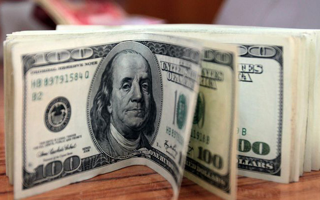 """Bloomberg: Lãi suất đang dần """"mất thiêng"""""""