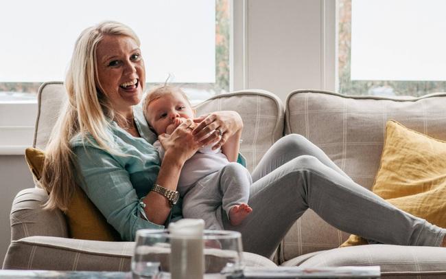 """1 ngày làm việc của """"trợ lý mẹ bỉm sữa"""" cho giới nhà giàu: Phải đa-zi-năng để hoàn thành đủ thứ việc nhưng hưởng mức lương hậu hĩnh lên tới 10 triệu VND/h"""