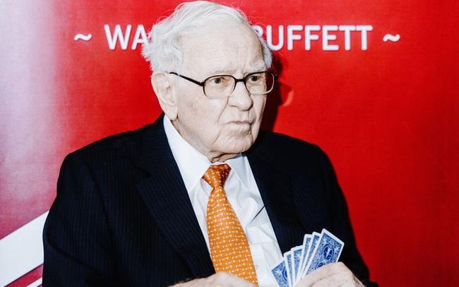 """Những điều """"lạ lùng"""" trong báo cáo thường niên của Warren Buffett"""