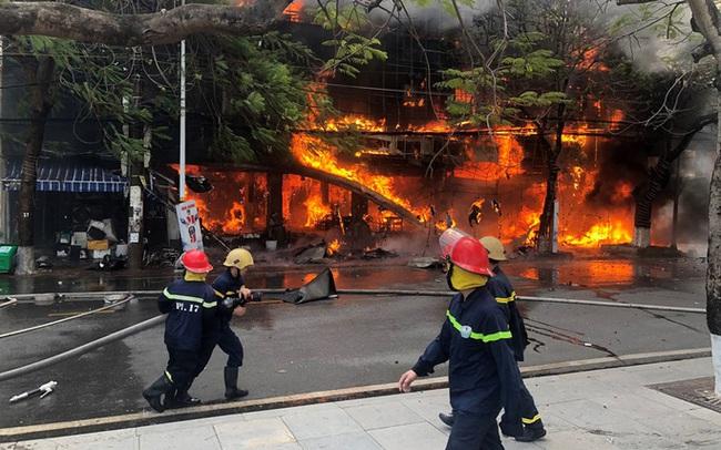 Bà hỏa thiêu rụi nhà hàng lớn giữa trung tâm TP Hải Phòng