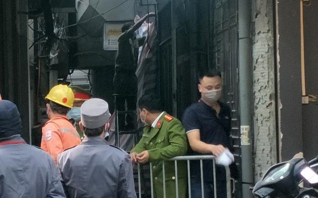 Cảnh sát phong tỏa con ngõ vụ hỏa hoạn 4 thanh niên tử vong