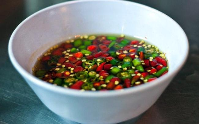 Chuyên gia tiết lộ lý do nên ăn ớt tươi, không nên lạm dụng bột ớt và ớt khô: Hậu quả có thể rất nghiêm trọng!