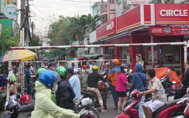 TP HCM: Cận cảnh phong tỏa khu Mả Lạng do liên quan ca Covid-19 ở Tân Sơn Nhất