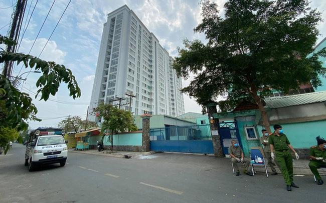 Phong toả chung cư hơn 300 hộ dân ở quận Gò Vấp, hàng quán xung quanh buộc tạm ngưng nhận khách