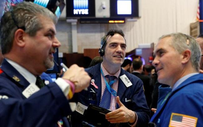 Dow Jones tăng hơn 200 điểm lên mức cao nhất mọi thời đại, đánh dấu 6 phiên khởi sắc liên tiếp