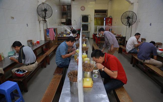 Hà Nội: Nhà hàng, quán cà phê phục vụ trong nhà được mở cửa trở lại từ 0h ngày 2/3