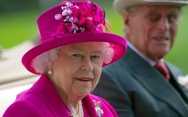 Sau 2 ngày im lặng, Nữ hoàng Anh chính thức lên tiếng về cáo buộc của Harry - Meghan: Nghiêm túc xem xét nhưng giải quyết riêng tư