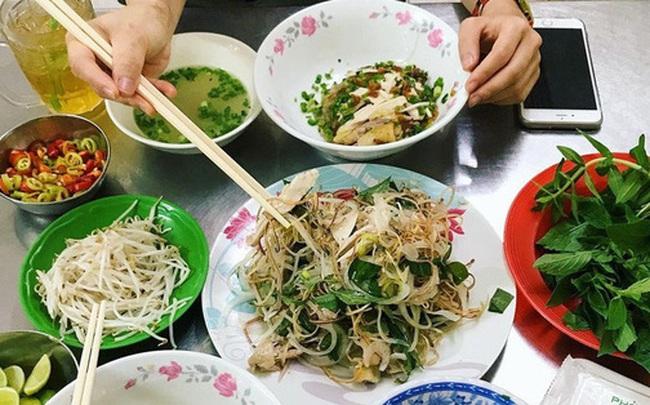 """4 quán ăn núp hẻm có tuổi đời """"sương sương"""" vài thập kỷ ở Sài Gòn: Ngon nức tiếng và chưa khi nào ngơi khách"""