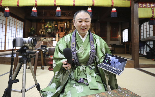 """Lễ tang trực tuyến và ứng dụng thiền - """"phát kiến"""" giúp các ngôi đền ở Nhật Bản sống sót thời Covid-19"""