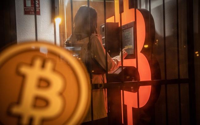 Bitcoin bùng nổ, tiến sát mốc 60.000 USD