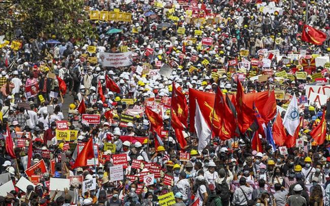 Myanmar: Loạt công ty Trung Quốc ở Yangon bị đốt phá cướp bóc ác liệt, nhiều người bị thương