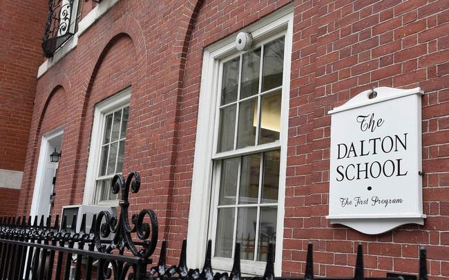 """Phía sau sự hoàng nhoáng, sang chảnh của những ngôi trường tư thục dành riêng cho con nhà giàu ở New York: Dùng tiền """"đè người"""", phụ huynh coi giáo viên như nhân viên phục vụ"""