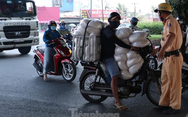 Cảnh sát giao thông TPHCM ra quân xử lý xe cũ nát