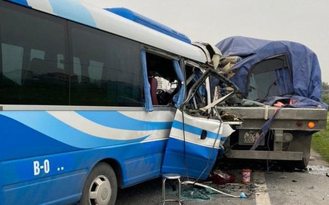 Tai nạn thảm khốc giữa xe tải và xe khách, hơn 15 người thương vong