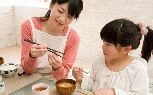 Trường học ở Mỹ bỏ qua nhưng Nhật Bản lại cực chú trọng nữ công gia chánh: Giúp thúc đẩy bình đẳng giới và rèn khả năng tự lập ở con trẻ!