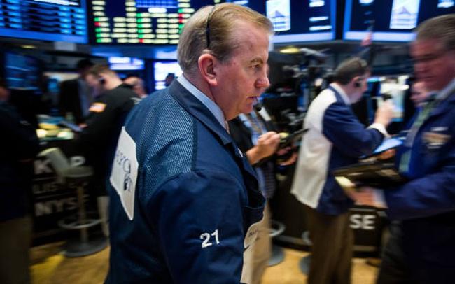 Nhà đầu tư hồi hộp chờ đợi thông báo mới của Fed, Dow Jones rời đỉnh lịch sử