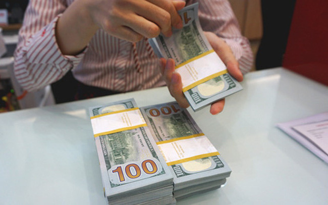 Giá USD ngân hàng và tự do cùng giảm mạnh