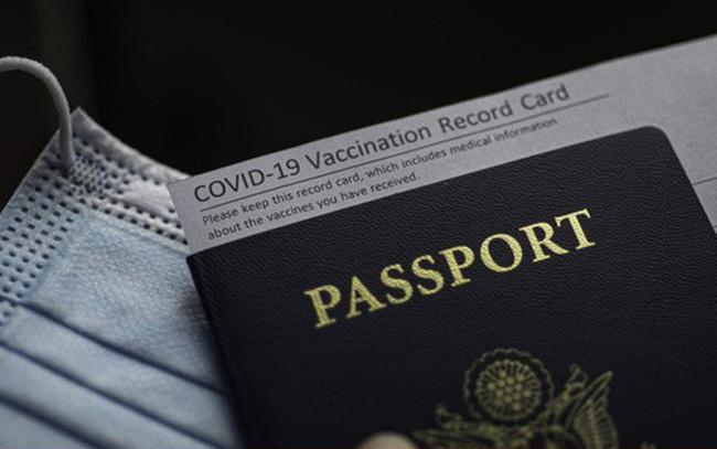 "Việt Nam bao giờ triển khai ""hộ chiếu vaccine""?"