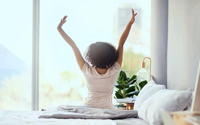 Quy trình 40 phút buổi sáng đơn giản giúp bạn thay đổi hoàn toàn cuộc sống: Thực hiện đủ 5 điều này để nạp năng lượng tích cực