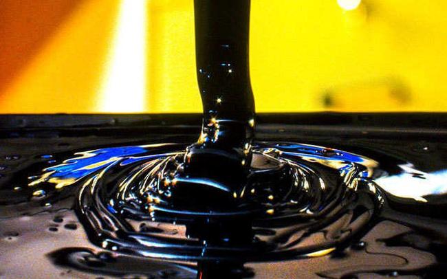 """Giá dầu """"bốc hơi"""" mạnh nhất trong hơn 1 năm, mất 7% sau 1 đêm"""