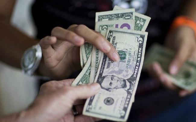 Giá USD trên thị trường tự do liên tục tăng cao, chênh lớn với kênh chính thức