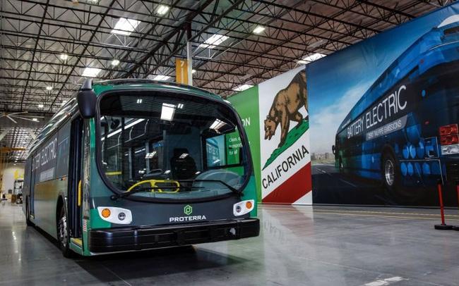 Vì sao VinFast lên kế hoạch mở nhà máy ở thị trường cạnh tranh nhất thế giới về xe điện với những gã khổng lồ như Tesla, BYD?