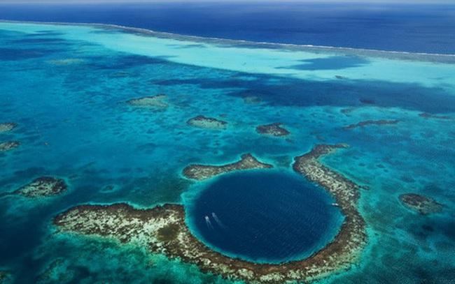 """Chiêm ngưỡng """"Hố xanh khổng lồ"""", một trong những bí ẩn lộng lẫy nhất thế giới"""