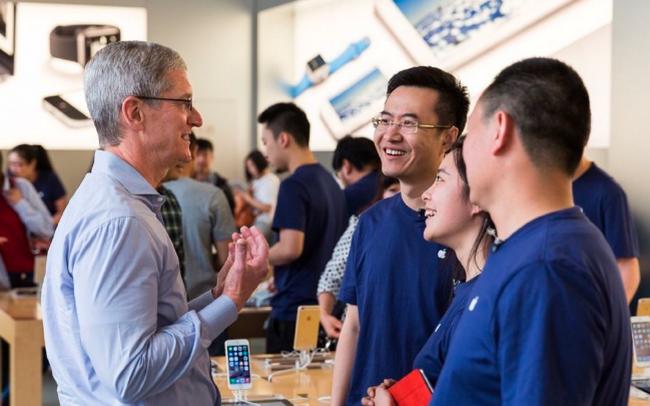 Chuyện thật như đùa ở Apple Store: làm nhân viên vui, khách hàng sẽ có...quà