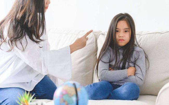 Làm cha mẹ, nếu chỉ mải kiếm tiền mà bỏ mặc 5 thói quen xấu  ảnh hưởng con trẻ này thì sớm muộn cũng hối hận: Ăn ngon, mặc đẹp, học trường sang cũng chẳng lại!