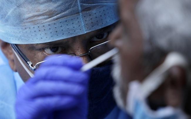 Hơn 123,8 triệu ca mắc COVID-19 trên thế giới, Indonesia dẫn đầu chiến dịch tiêm vaccine ở ĐNÁ