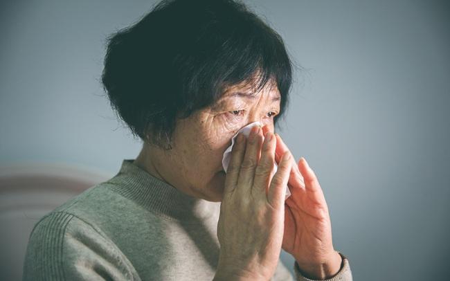 """Trầm cảm tuổi mãn kinh - """"sát thủ vô hình"""" đang giày vò hàng triệu phụ nữ trung niên ở Trung Quốc: Khi áp lực xã hội và gia đình trở nên quá sức trên vai"""