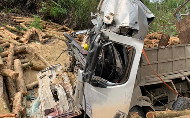 Hình ảnh mới nhất hiện trường vụ tai nạn xe tải làm 7 người ngồi trên cabin và thùng xe tử vong