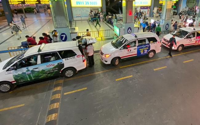 Sân bay Tân Sơn Nhất mở thêm làn cho xe công nghệ đón khách