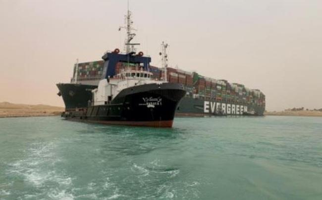 Giá dầu đảo chiều tăng 6% do siêu tàu mắc kẹt ở kênh đào Suez