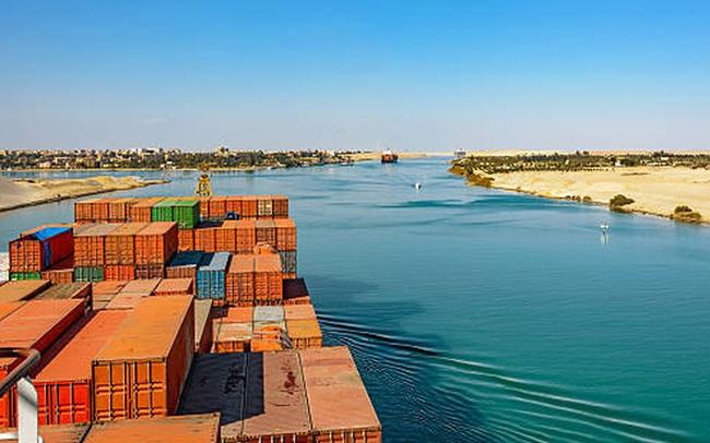 Những con số không tưởng về kênh đào Suez: 'Đường tắt' đi từ châu Á sang châu Âu, chiếm 13% tổng giao thương hàng hải toàn thế giới, 120.000 người bỏ mạng để xây dựng
