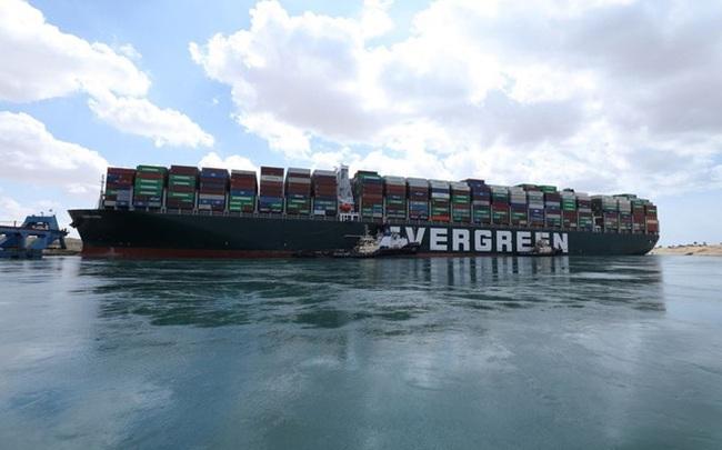 Cần bao lâu để dỡ hết container trên 'siêu tàu' đang mắc cạn ở Suez?