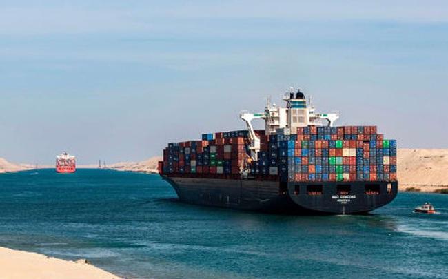 To như quả núi nhưng lại không có phanh, đây là cách những con tàu khổng lồ vượt kênh đào Suez suốt nhiều thập kỷ