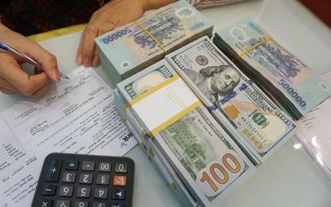 USD tự do lại lên 24.000 đồng, USD ngân hàng giảm mạnh, vàng đi xuống