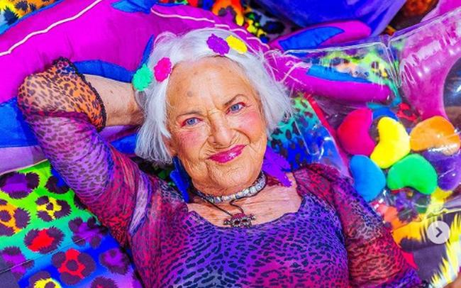 """Hơn 70 tuổi vẫn còn """"xuân"""", các cụ bà trở thành KOL có tiếng trên mạng xã hội, kiếm được bộn tiền"""