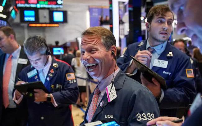 Bất chấp đợt margin call gây bão Phố Wall, Dow Jones vẫn tăng 100 điểm và lập đỉnh mới
