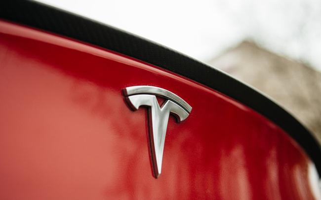 Tesla biến thành cơn ác mộng: Vốn hóa mất hơn 230 tỷ USD trong 4 tuần, cổ phiếu lao dốc khiến một loạt công ty 'ngã gục', các quỹ ETF rớt giá 'thảm'