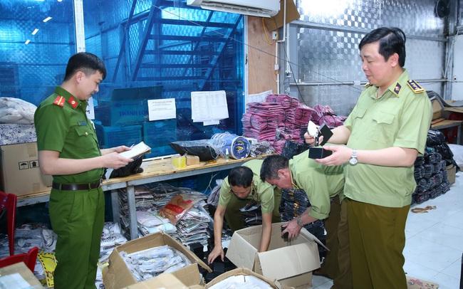 Triệt phá kho hàng giả, hàng nhái lớn nhất từ trước đến nay tại Ninh Bình, chốt tới 1.000 đơn mỗi ngày
