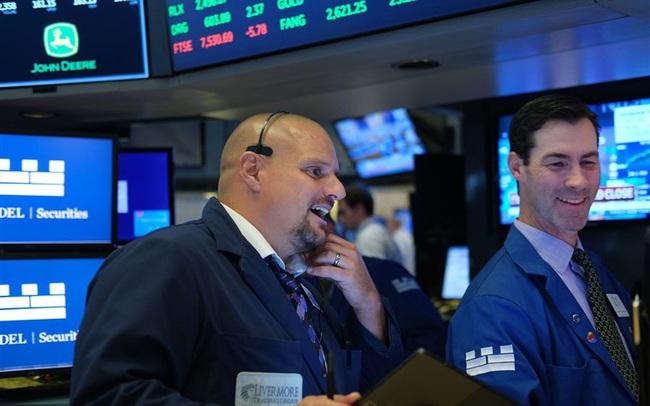 Cổ phiếu công nghệ thăng hoa, S&P 500 lần đầu tiên vượt mốc 4.000 điểm