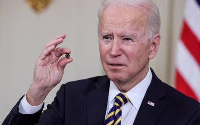 """Chính quyền Biden họp với lãnh đạo các công ty công nghệ hàng đầu để giải quyết """"khủng hoảng chip"""" toàn cầu"""