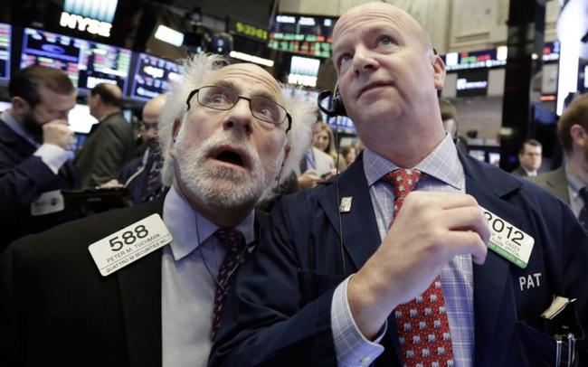 Johnson & Johnson phải ngừng triển khai vắc-xin, S&P 500 tiếp tục chạm mức cao mới