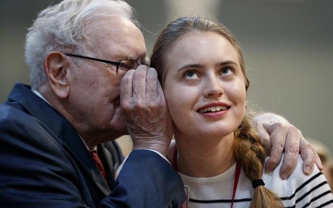 """Cách tỷ phú Warren Buffett dạy con khiến nhiều người phải suy ngẫm: Đừng mơ mộng trở thành """"ông to bà lớn"""" khi bạn chưa làm được điều này"""