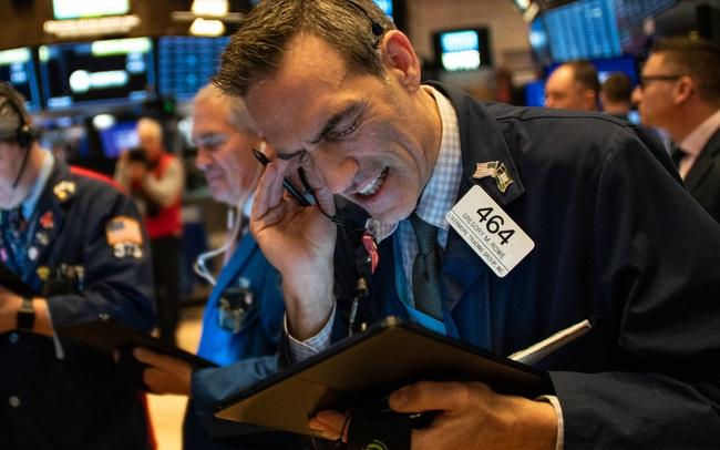 Cổ phiếu công nghệ bị bán tháo mạnh, Phố Wall rời đỉnh lịch sử